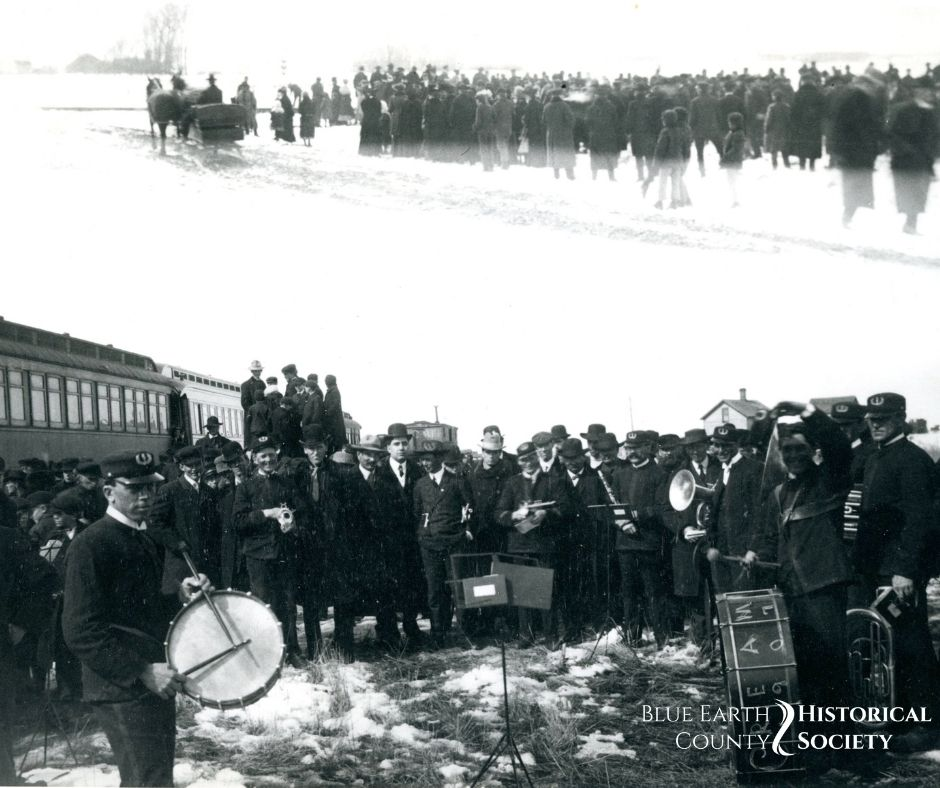 People gathered around the train 1868