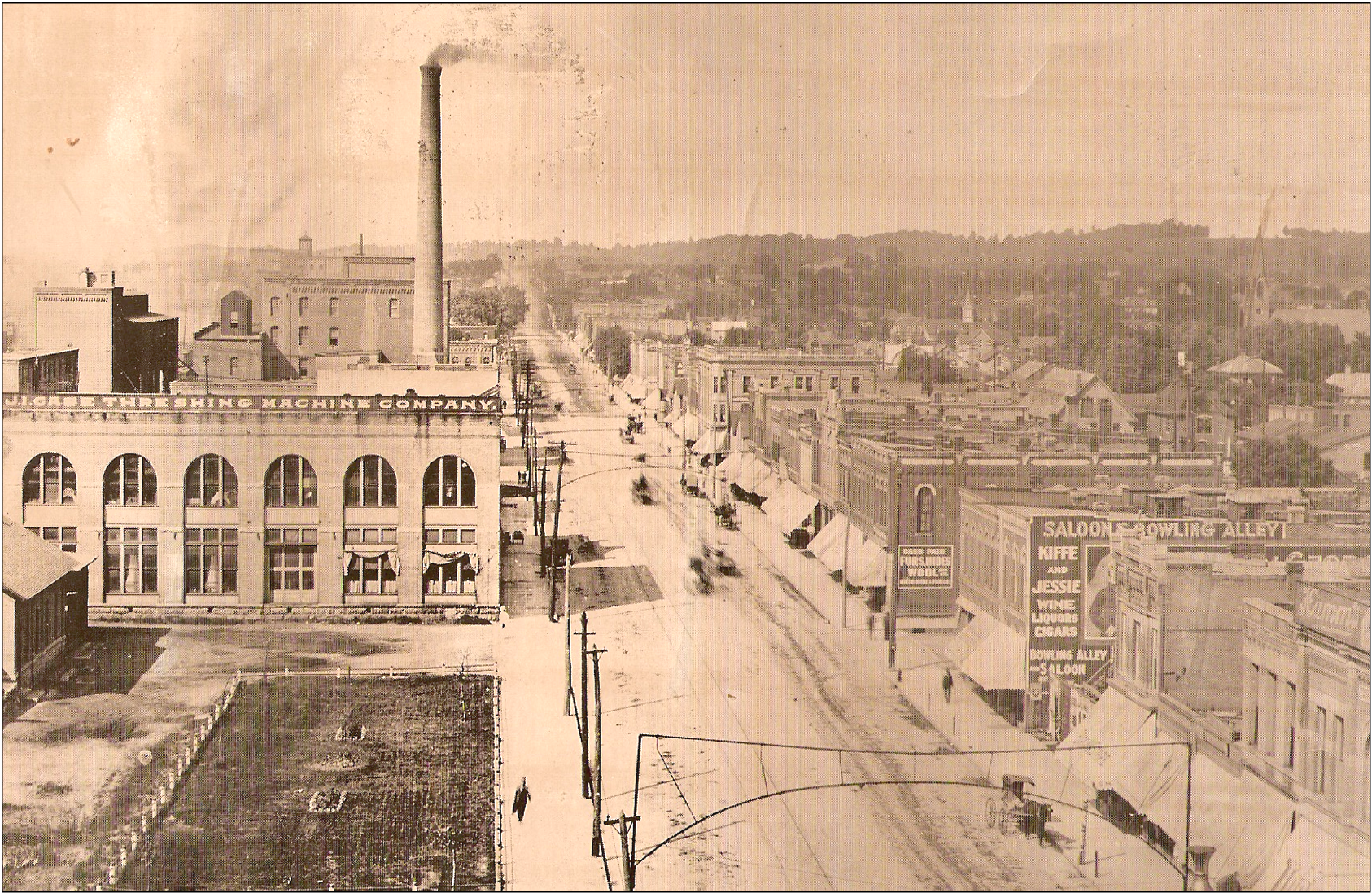 View of North Front Street (present day N Riverfront Drive) in Mankato, Minnesota around 1900.