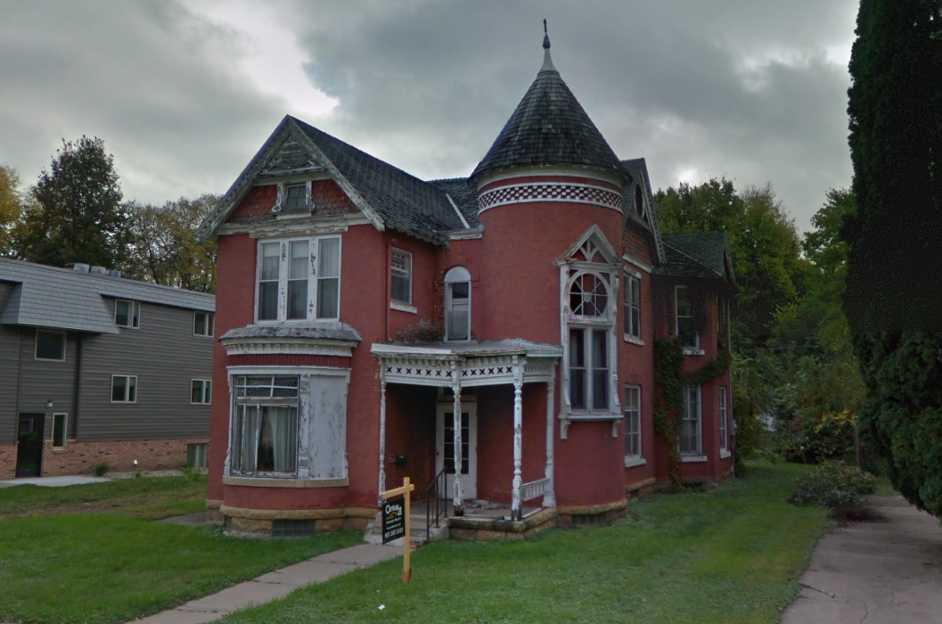 Moulin Rouge House in 2017 from Google Maps, red house with tower